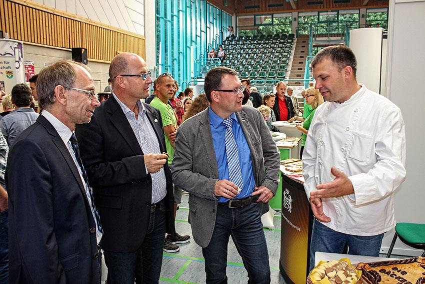 MdL Ronny Wähner beim Besuch der 10. Ausbildungsmesse in der Annaberger Silberlandhalle.