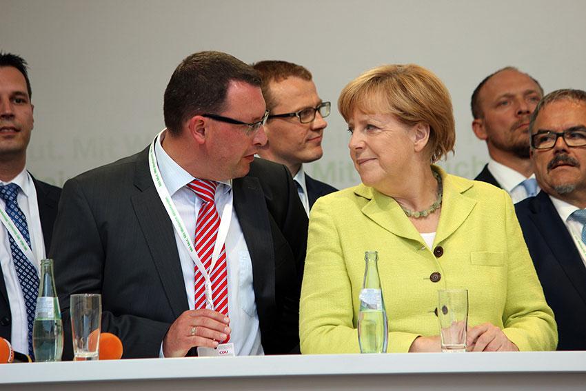 Ronny Wähner und Bundeskanzlerin Angela Merkel in Annaberg-Buchholz. Foto: Chris Bergau