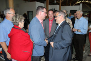 MdL Ronny Wähner gratuliert Frank Vogel zum Wahlsieg.