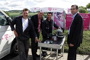 Bürgermeister und Landtagsabgeordneter Ronny Wähner gibt den Startschuss zum schnellen Internet für Königswalde.