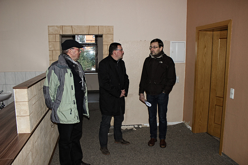 Dieter Flade, stellvertretender Bürgermeister im Sehmatal, Ronny Wähner, MdL und Lutz Geißler im ehemaligen Rathaus in Cranzahl.