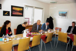 Gemeinsam mit seinem Kollegen Wolf Dietrich Rost, besuchte Ronny Wähner am 8. Dezemberdie Eliteschule des Wintersports in Oberwiesenthal. Foto: Dieter Flade