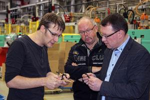 MdL Ronny Wähner beim Firmenbesuch der Schröder + Heidler GmbH in Neudorf.