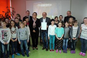 Fördermittelübergabe an der Grunschule in Neudorf.