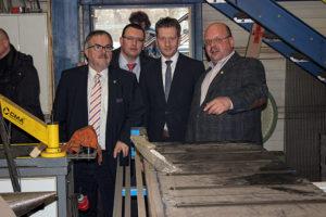 Ministerpräsident Michael Kretschmer bei der Metall- und Stahlbau Lippmann GmbH in Geyer.