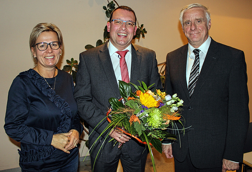 Sachsens Sozialministerin Barbara Klepsch und Landtagskollege Thomas Colditz gratulieren Ronny Wähner (Mitte) zu seiner Nominierung als Landtagskandidat.