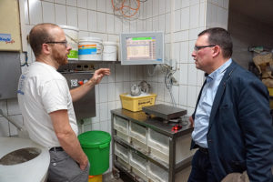 Ronny Wähner mit Tobias Nönnig in der Bäckerei Nönnig in Ehrenfriedersdorf.