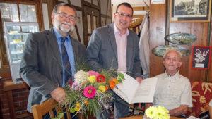 V.l.n.r.: Christoph Neubert, Bürgermeister der Gemeinde Tannenberg; Ronny Wähner, CDU-Landtagsabgeordneter; Gottfried Kircheis