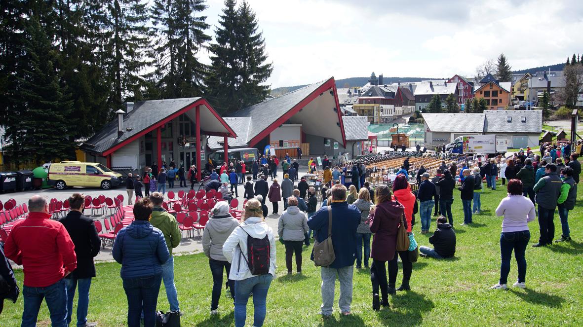 "Aktion ""Leere Stühle"" in Oberwiesenthal."