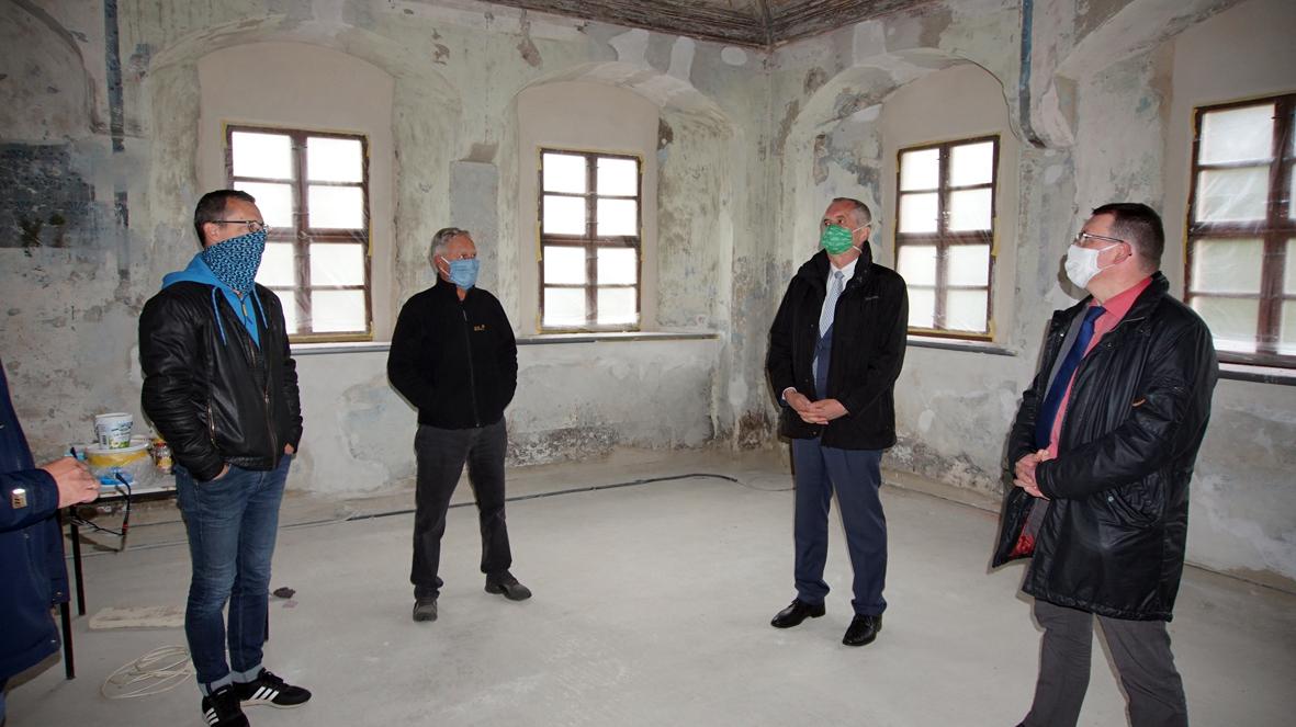 Staatsminister Thomas Schmidt zu Besuch im Lotterhof Geyer.