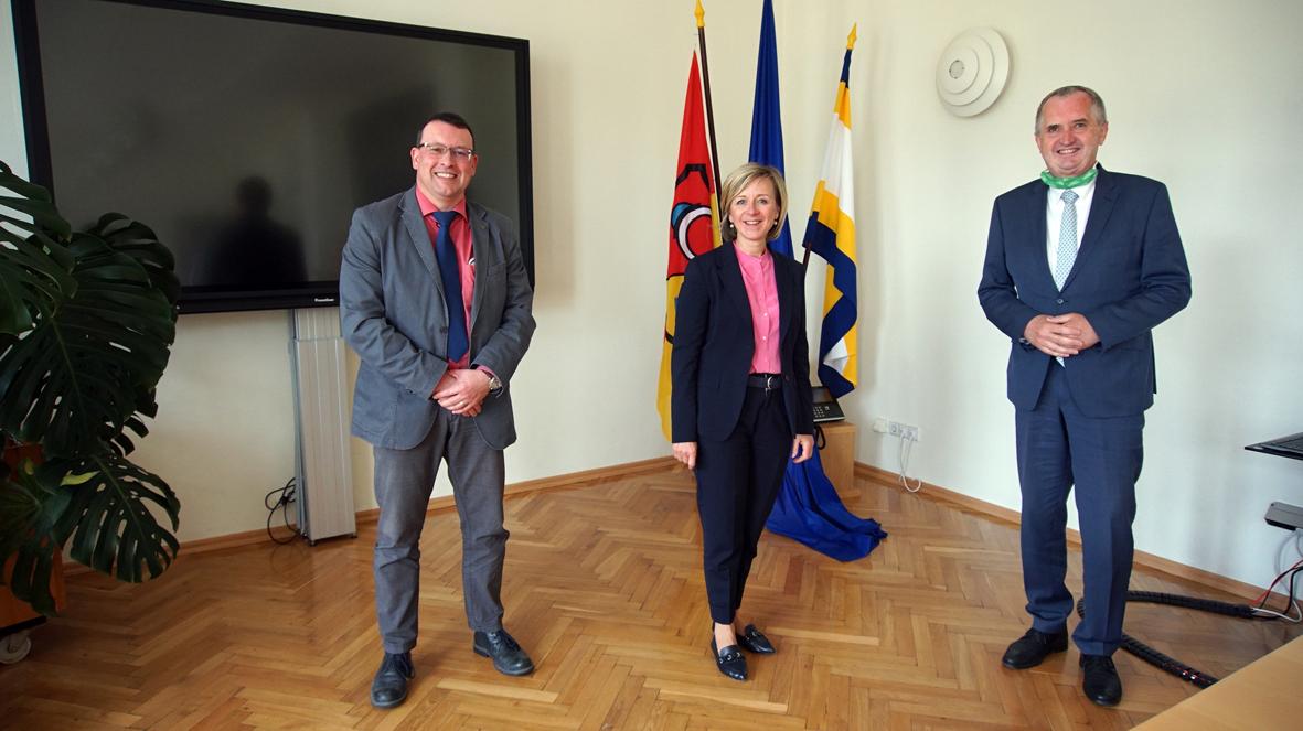 Staatsminister Thomas Schmidt (r.) zu Besuch in der Bergstadt Ehrenfriedersdorf.