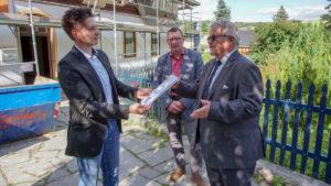 Fördermittelübergabe an die Kirchgemeinde Crottendorf.